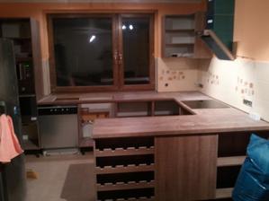 Dnes zacali montovat kuchynu