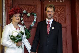 šťastní a hrdí rodiče nevěsty