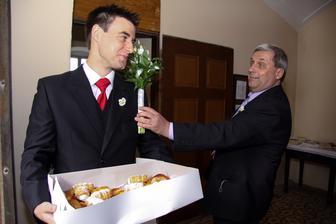 koláčky pro hosty při východu z kostela