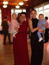 najmladší účastníci svadby - Emka a Adko