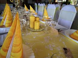 zltucka vyzdoba a este slnecnice na stoly:)