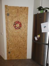 na zakazku - na kluc vyrobene kvalitne drevotrieskove dvere. Cena aj s kovanim 15€ :)