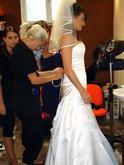 Pomoc s oblékáním svatebních šatů v Dolce Diva