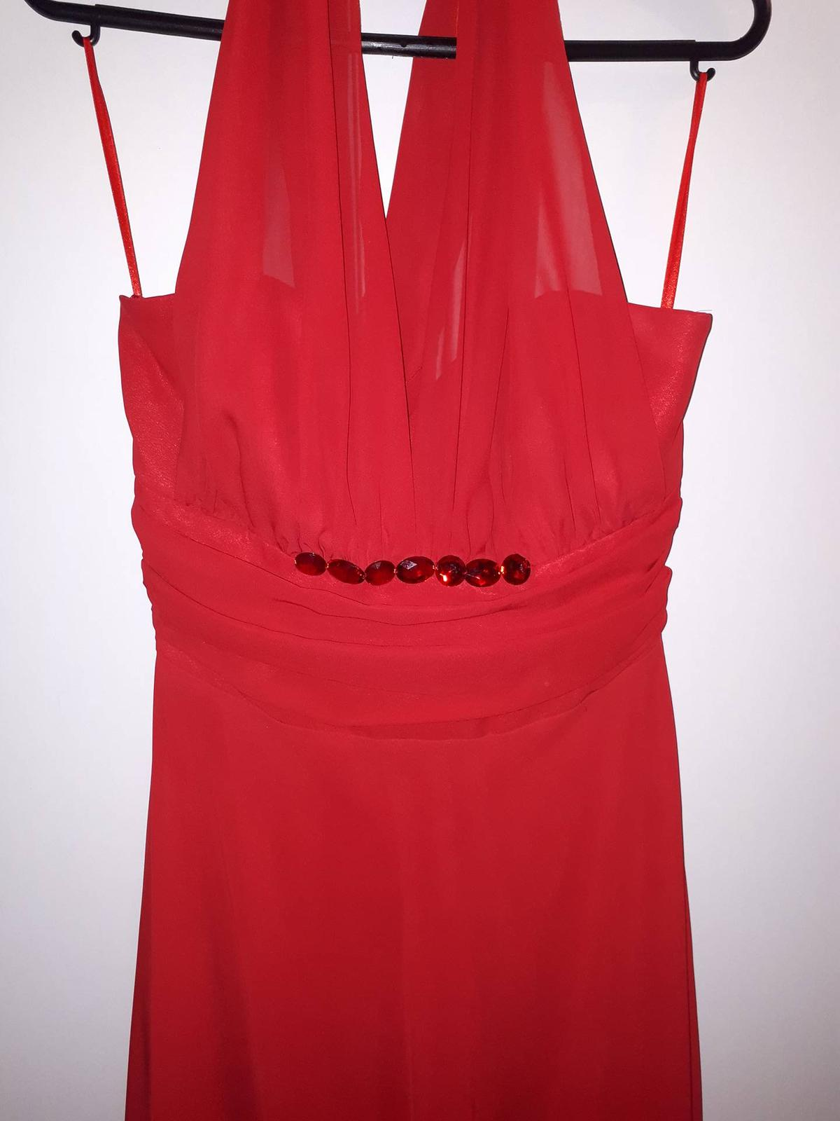 Červené spoločenské šaty - Obrázok č. 4