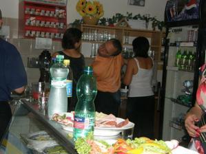 Kája se o všechny staral skvěle, nikdo neměl žízeň.. :-)