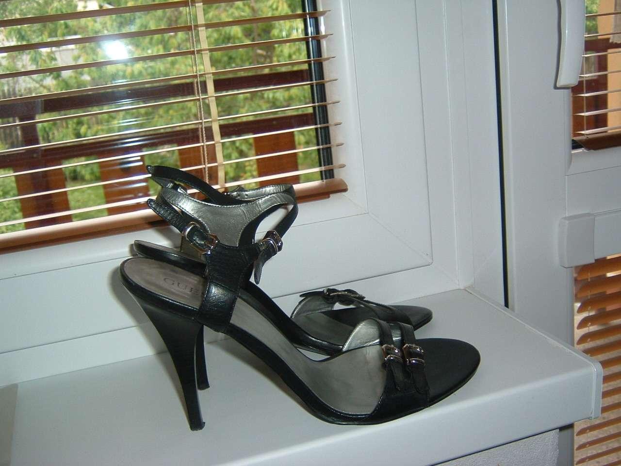 Značkové sandálky Guess - Obrázok č. 3