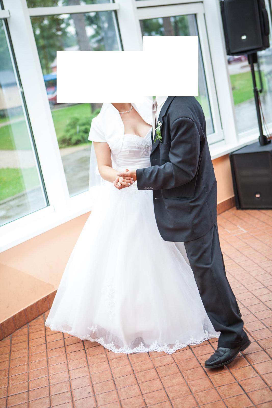 Bielučké vyšívané svadobné šaty  - Obrázok č. 2
