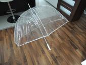 Průhledný deštník pro dva,