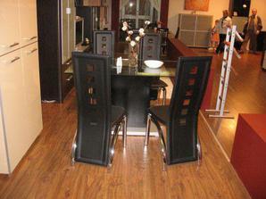 """k tomu tento jedálenský stôl a stoličky...kedže to bude v jednej """"miestnosti"""""""