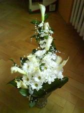 vďaka svojej šikovnej kamarátke som mala úplne úžasnú kyticu,ktorá predišla aj moje predstavy a sny o svadobnej kytici