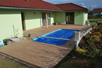 konečně hotová terasa, těsně před zimou :(