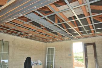 příprava na zaklopení stropu - sádrokartonové profily
