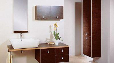 hezký nábytek do koupelny, ale nemá se to tam s ním přehánět