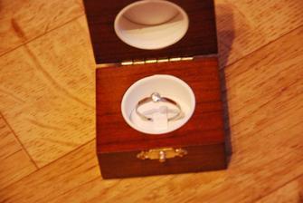 můj zásnubní prstýnek, líp to vyfotit nešlo