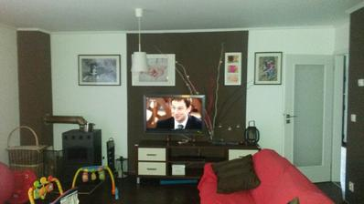 foceno mobilem... trošku doladěná stěna za TV, ale pořád by to něco chtělo... nějaký tip?
