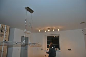 světla v kuchyni a nad jídelním stolem