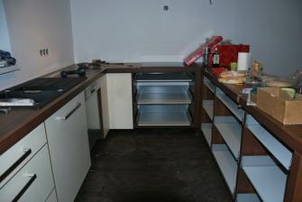 vnitřek kuchyně, zbytek se dodělá den 3.