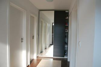 skříň na vstupní chodbě