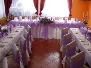 Krásně řešený hlavní stůl