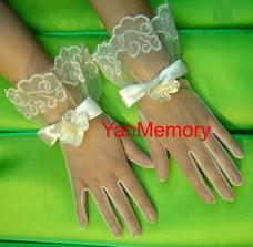 dokonaly doplnok... rukavicky z Ebay...