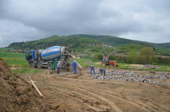 Betónovanie základov 25.4.2014
