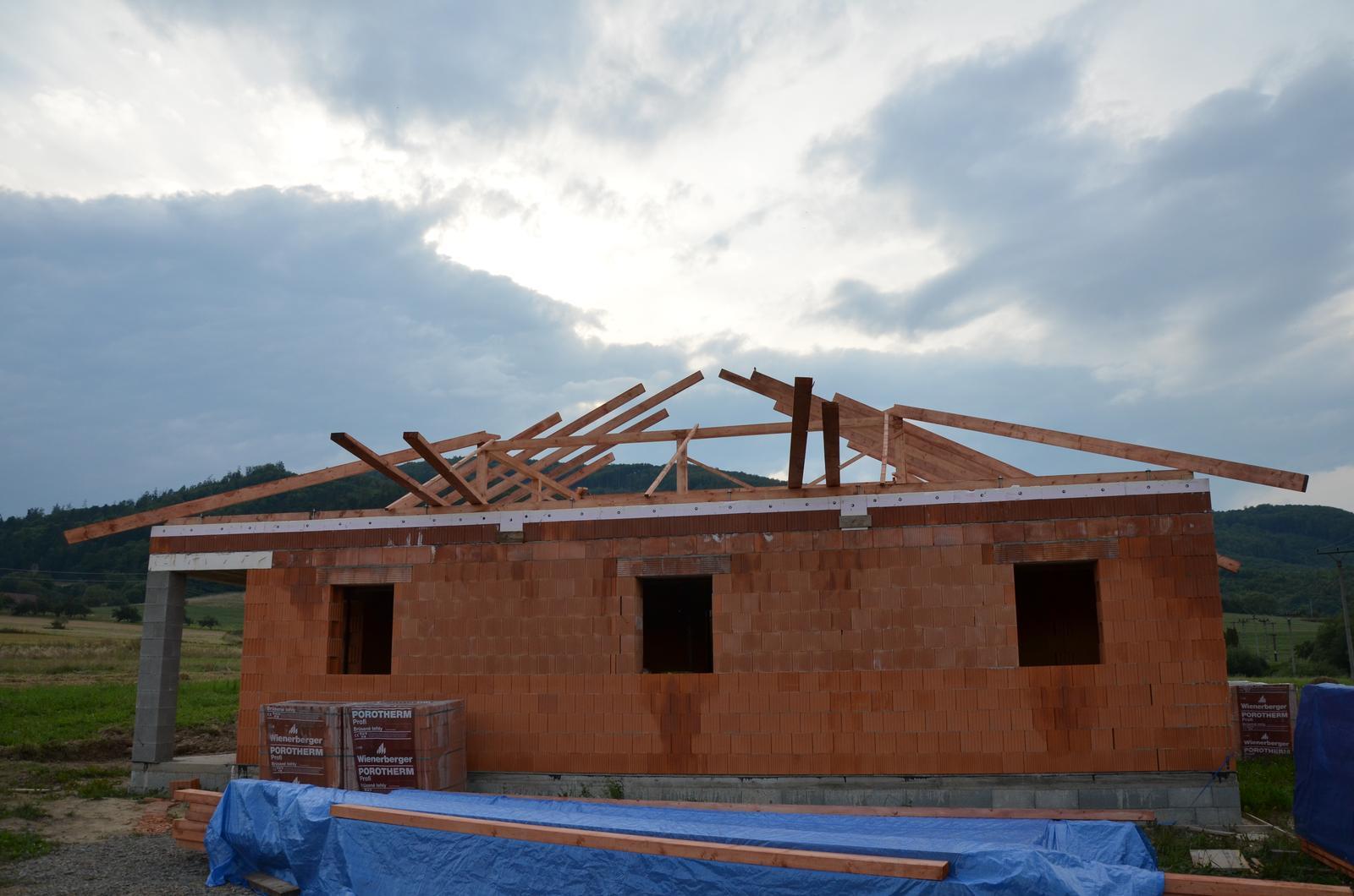 Náš budúci domov - Vrchná platňa hotová začíname zo strechou 19.8.2014