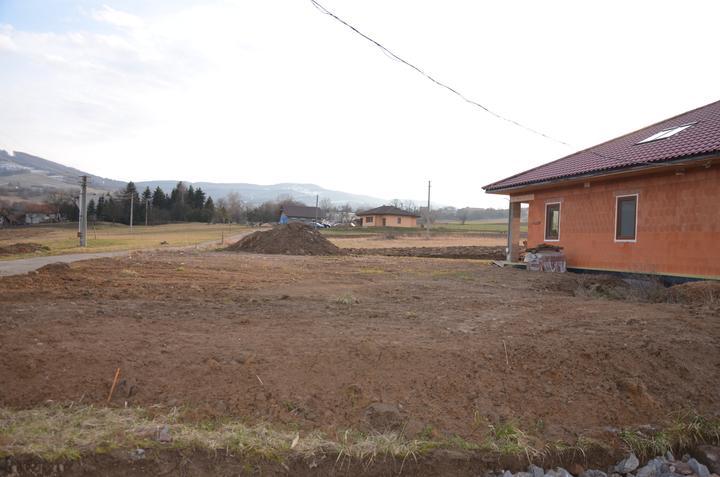 Výstavba - zrovnávanie pozemku. 28.2.2016