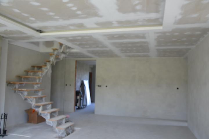 Konštrukcia na schody hotová - stupienky zatiaľ provizórne