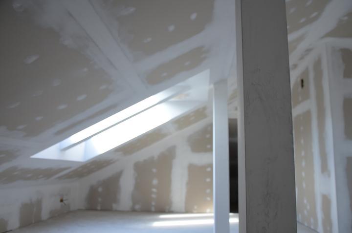 Podkrovie otvorená časť zateplenie + sádrokartón + príprava na svetlá