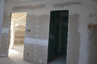 Podkrovie - hosťovská + kúpeľňa v hosťovskej