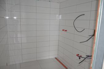 Podkrovie - kúpeľňa hosťovská obkladáme