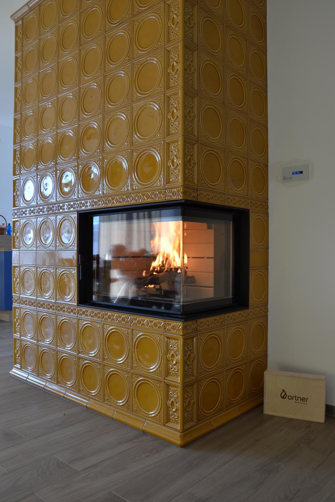 Kachľová pec z keramiky HEIN s ohniskom ORTNER SE 12 a elektronickou reguláciou horenia - Obrázok č. 1