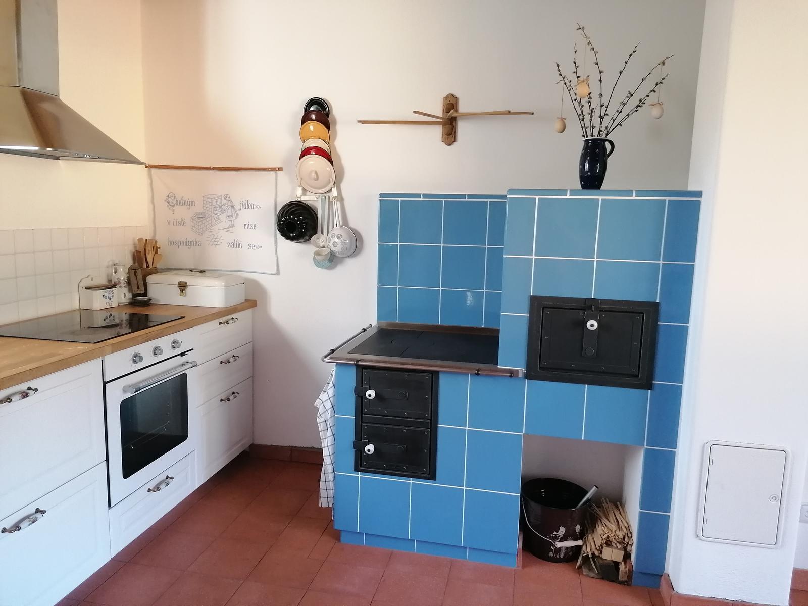 Naša práca - Kachľový sporák - keramika Kerkotherm, kovanie Jokr