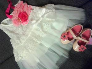 Šatičky pro mini družičku, čelenka a boty - neteř Valentýnku.