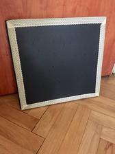 """OSB deska natřená tabulovou barvou a kolem krajka. Na svatbě využiju na nápisy jako """"kuřácký koutek"""" apod. Postupně výrobním asi 4-5ks"""