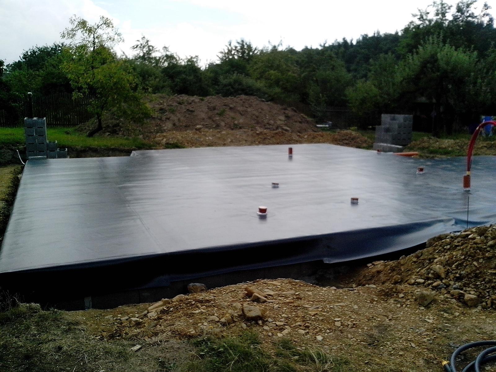 Naše DOMA 🏠 - tak ještě chybí 12 cm betonu :-) a bude hotovo