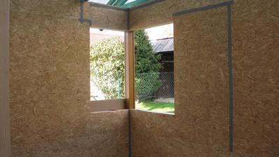 okno v pokoji