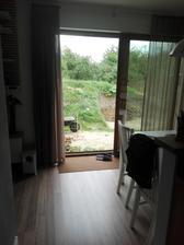 A pohled z okna, na venkovni terasu .......jeste hodne prace