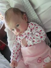 Fotka přesně po roce na svatbě bratrance...a my máme krásnou dceru Anetku...tady má 3,5 měsíce:-)