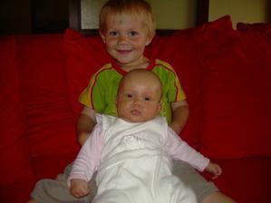 9 měsíců po svatbě se nám narodil Danielek a za 22 měsíců po Danielekovi malá Viktorka