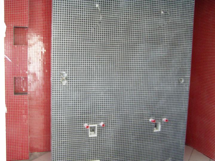 Nas domcurik.... - za touto stenou je este sprcha...