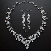 set náhrdelníku a náušnic,