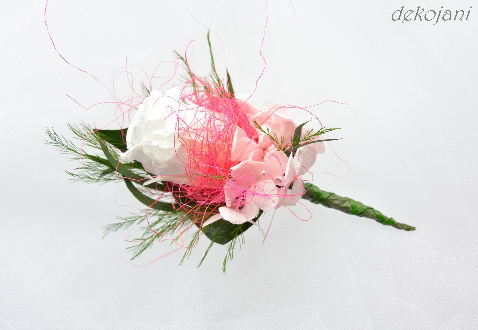 Vývazky- ve všech barvách na přání! :) - Takto vypadá kytička pro mého ženicha, kterou jsem mu připínala před půl rokem. :)