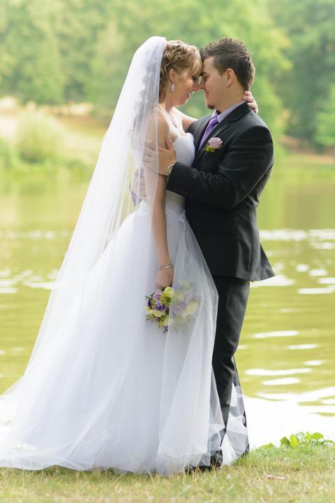 Jmenovky, svatební skleničky, mašle, závoje.. - Obrázek č. 12