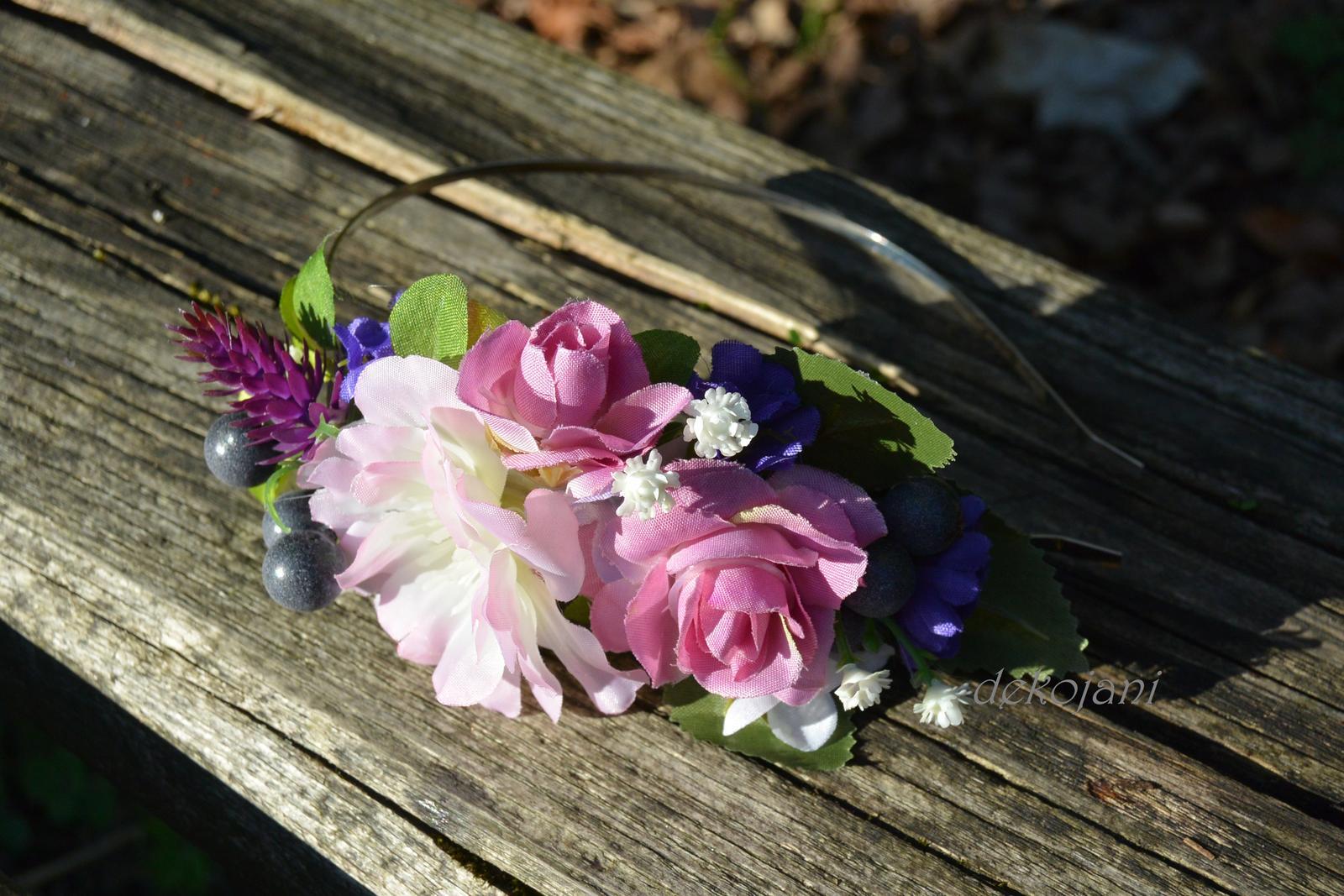 Květinové věnečky, čelenky, náramky, pásky... - Obrázek č. 3
