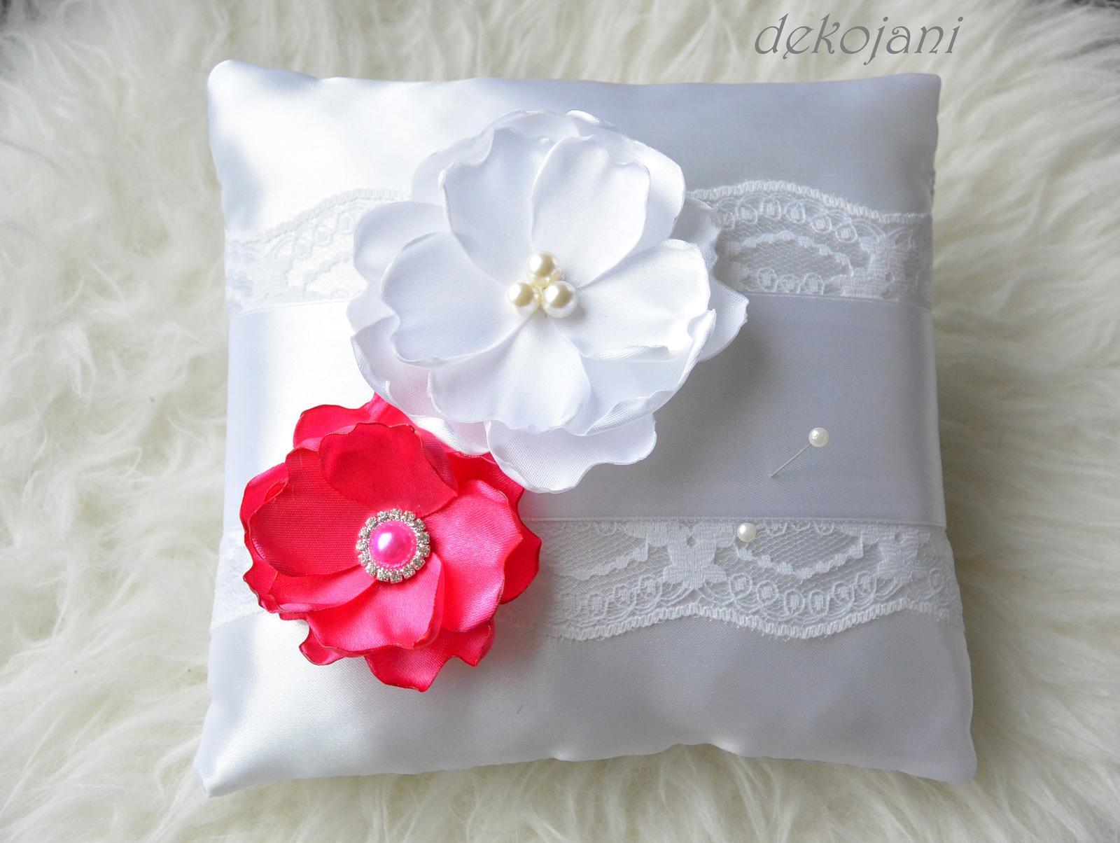 Svatební polštářek s květy - Obrázek č. 1