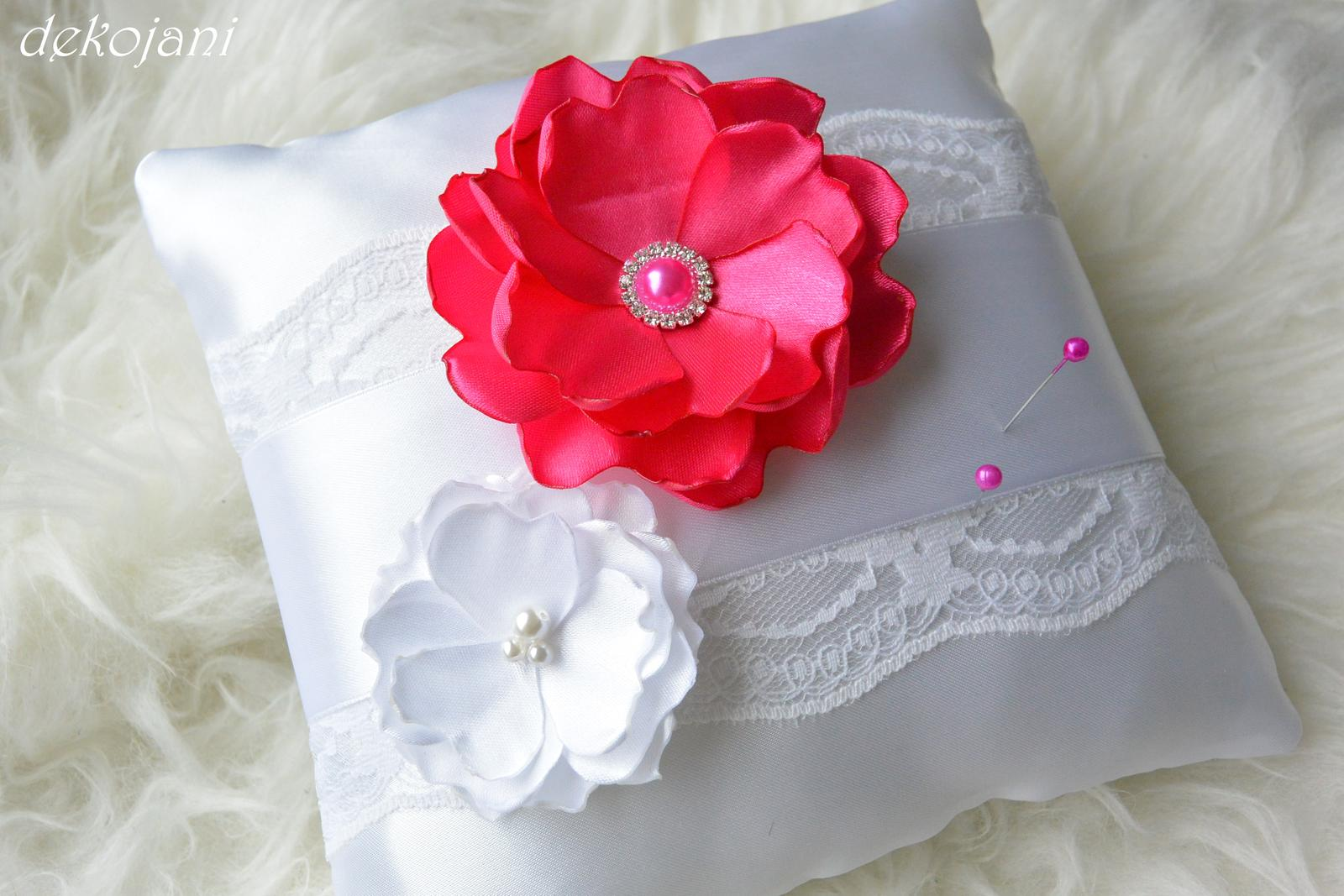Polštářek pod prstýnky s květinami - Obrázek č. 1