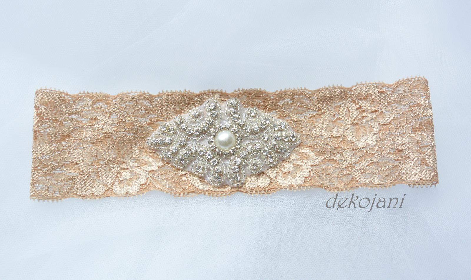 Béžový krajkový podvazek s broží S-XXXL - Obrázek č. 1