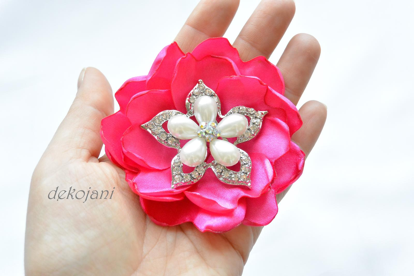 Květina s broží - Obrázek č. 1