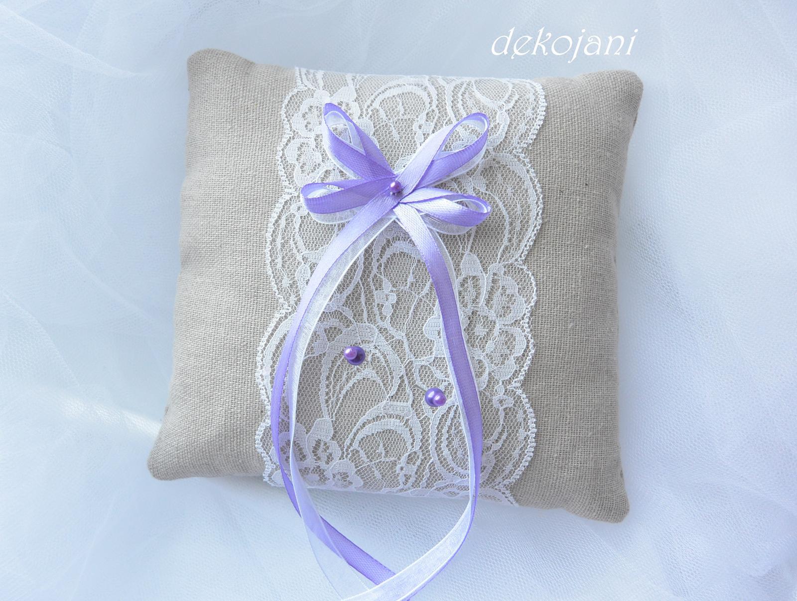 Plátěný lila polštářek pod prstýnky - Obrázek č. 1